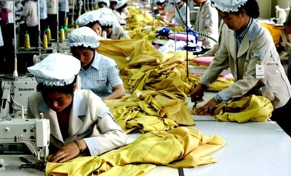 COREA_DEL_NORD_-_kaesong_lavoratrici_(600_x_401)