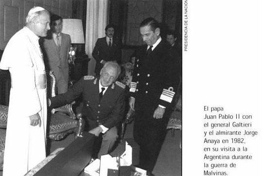 Juan Pablo II con el general Galtieri y el almirante Jorge Anaya en 1982, en su visita a la Argentina durante la guerra de las Malvinas