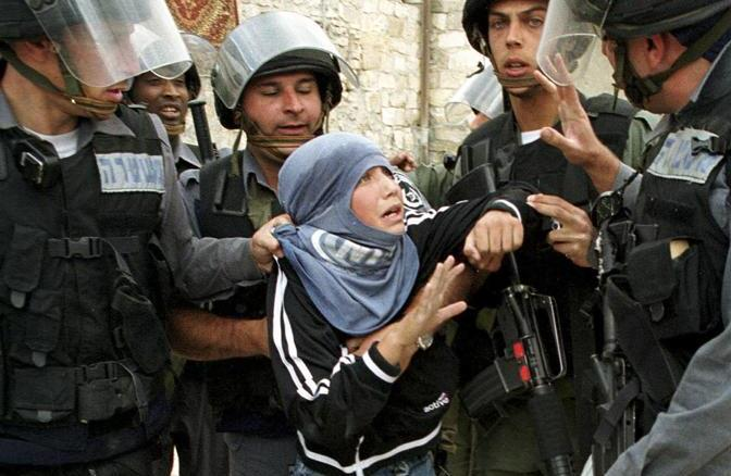 REUTERS PICTURES OF THE DECADE. A young Palestinian protestor is arrested by Israeli border police in Jerusalem's Old City, April 6, 2001 after clashes broke out following Friday's Muslim prayers. REUTERS/Evelyn Hockstein (JERUSALEM)