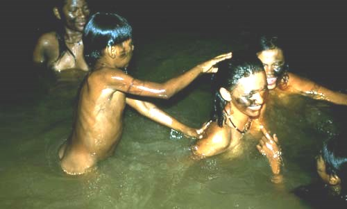 indios bathing