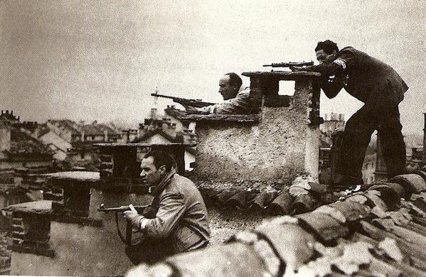 partigiani-appostati-sui-tetti