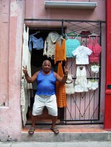 El-negocio-de-la-pacotilla-en-La-Habana-226x300