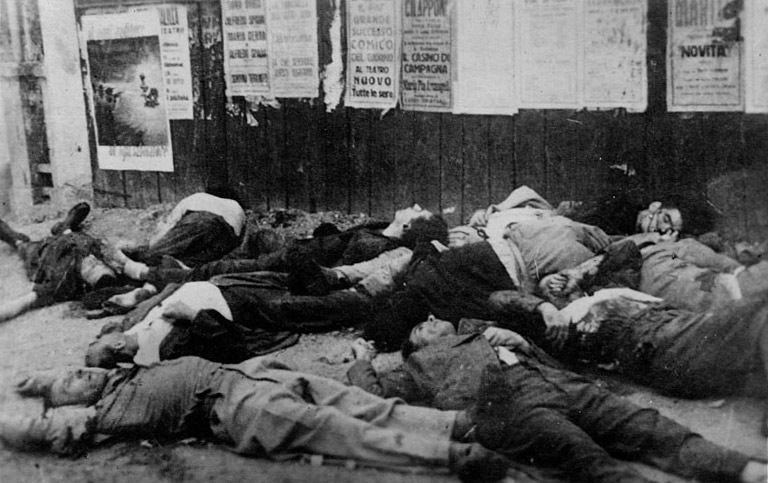 Partigiani uccisi a Piazzale_Loreto_10_ago_1944