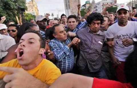 13 Reinaldo Escobar