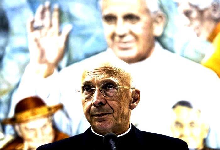 Il Cardinale Angelo Bagnasco, presidente della CEI, durante la conferenza stampa presso la sala Marconi della Radio Vaticana, al termine del Consiglio episcopale permanente, Roma, 29 settembre 2016. ANSA/ ANGELO CARCONI